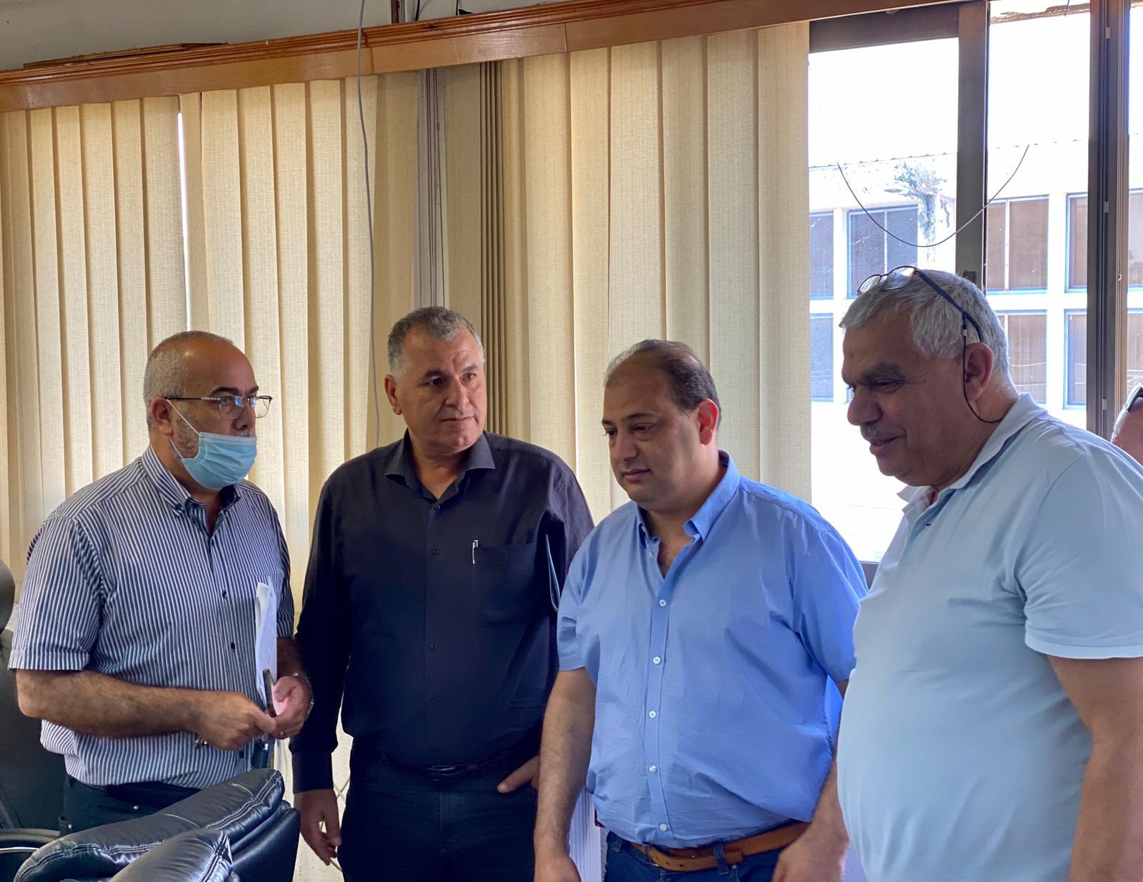 النائب أسامة السعدي ومندوبو  وزارة الإسكان في جولة ميدانية لمدينة الطيرة