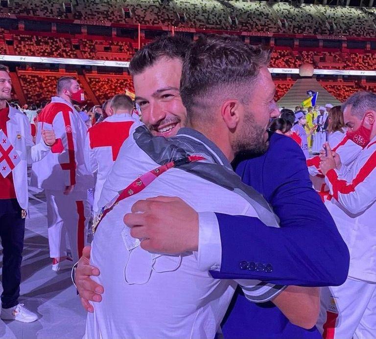 لحظات مؤثرة : افتتاح أولمبياد طوكيو يلم شمل شقيقين سوريين